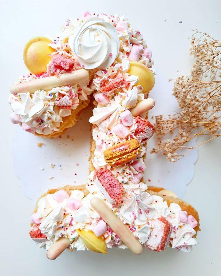 Number cake fraises bananes