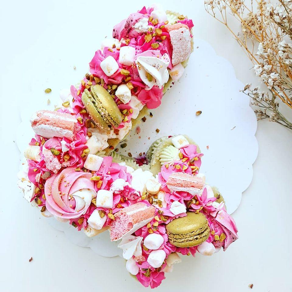 Number cake framboises pistache